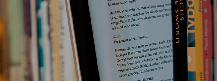 EBook_between_paper_books_ok